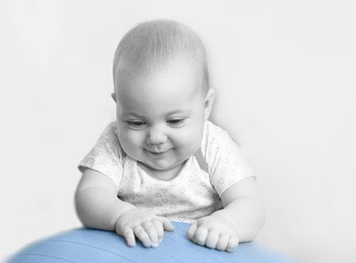 Säugling bei der Bobath-Therapie in Leipzig